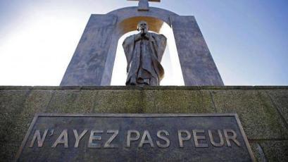 La statue de Jean-Paul II à Ploërmel