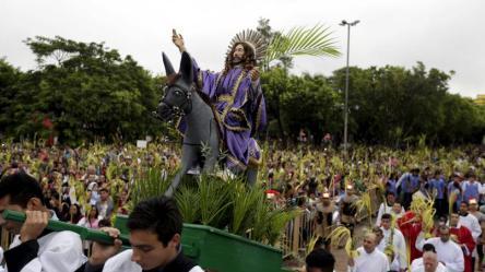 Une procession au Paraguay