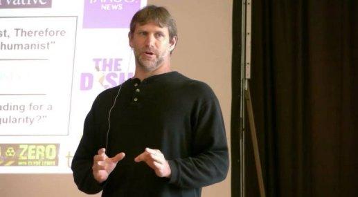 L'écrivain et penseur transhumaniste américain Zoltan Istvan