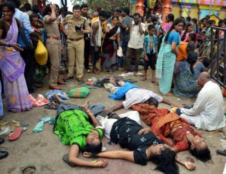 Des victimes du mouvement de foule lors du pèlerinage de la rivière Godavari